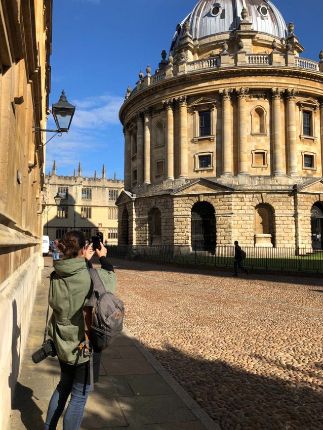 Radcliffe Camera bather in Autumn sunshine with Ruth E Morris taking a quick iPhone shot!
